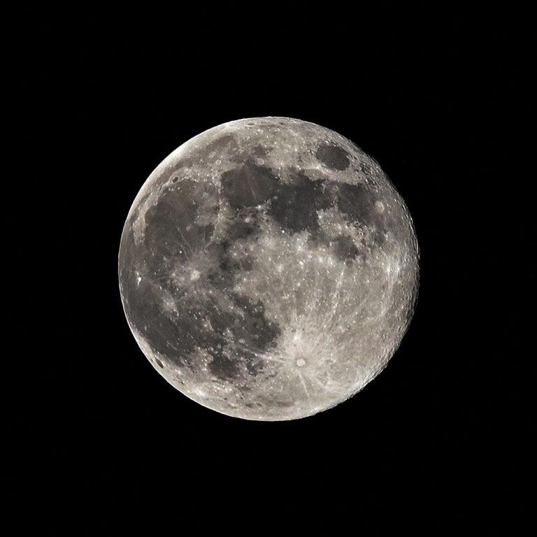 ¿Cómo te afecta la luna llena en Acuario?